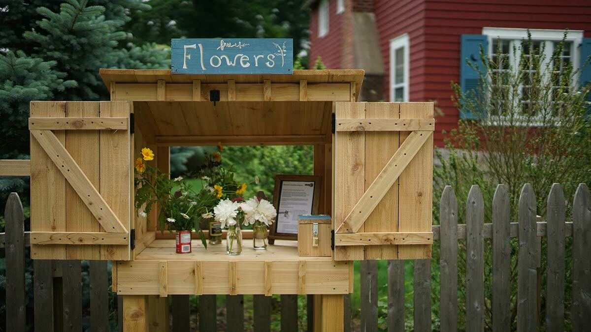 A photo of a flower stand.